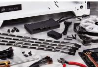 Due controller compatibili CORSAIR LINK per gestire a 360° illuminazione e raffreddamento del proprio PC.