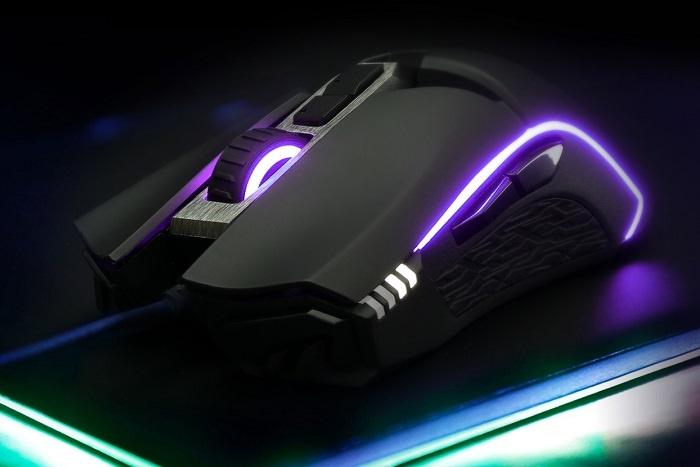 GIGABYTE svela il mouse gaming AORUS M5 1