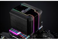 Un dissipatore dalle generose dimensioni in grado di raffreddare efficacemente i processori Threadripper di seconda generazione.