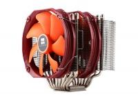 Rinnovato nelle forme, il gigantesco dissipatore è ora compatibile con moduli di RAM ad alto profilo.