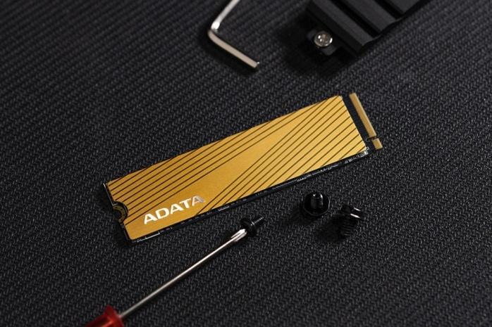 ADATA presenta gli SSD Falcon 1
