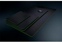 Look total black elegante e minimalista per i nuovi tappetini gaming del serpente.