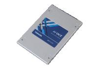 NAND Flash MLC a 15nm e controller proprietario per una durata nel tempo di classe Enterprise.