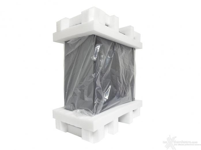 Thermaltake A500 Aluminum TG 1. Packaging & Bundle 2