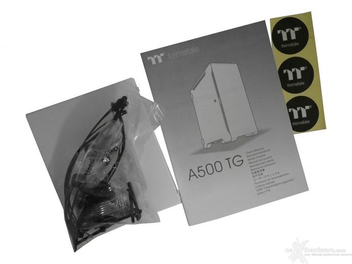 Thermaltake A500 Aluminum TG 1. Packaging & Bundle 3