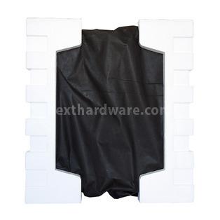 Corsair Obsidian 650D : la classe non è acqua 1. Packaging & Bundle 3